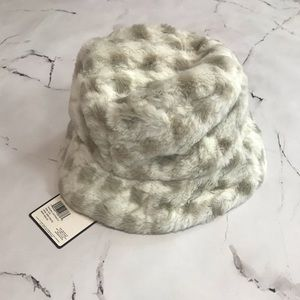 NWT Laundry by Shelli Segal Faux Fur Bucket Hat Grey and White
